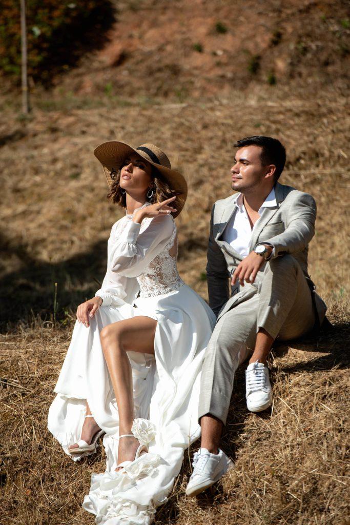 """Frau im """"Vintage"""" Brautkleid mit Ehemann"""