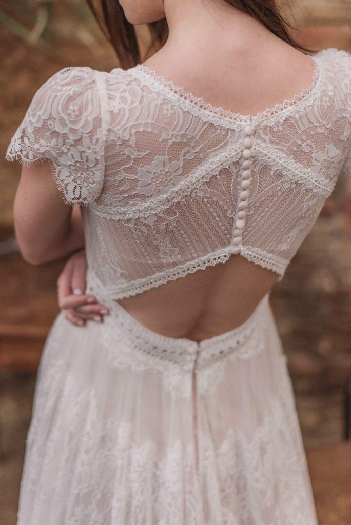 """Frau im """"Vintage"""" Brautkleid"""