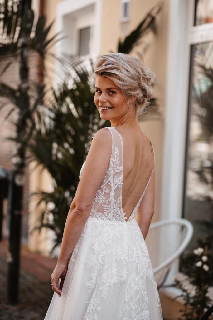 Sarah im Brautkleid
